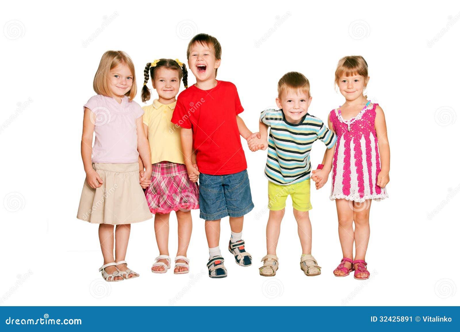 Gruppo di piccoli bambini che si tengono per mano e che - Foto di camerette per bambini ...