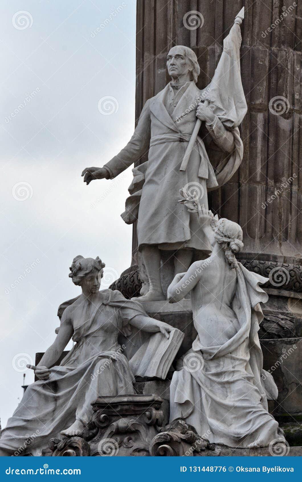 Gruppo di statue di marmo di alcuni degli eroi della guerra di Indipendenza