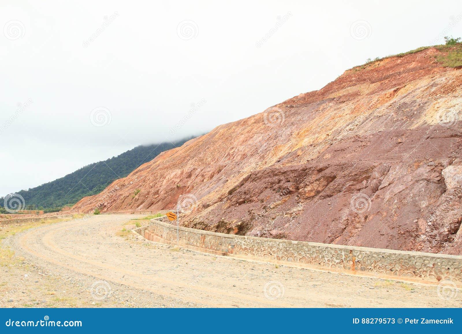 Grusväg på berget