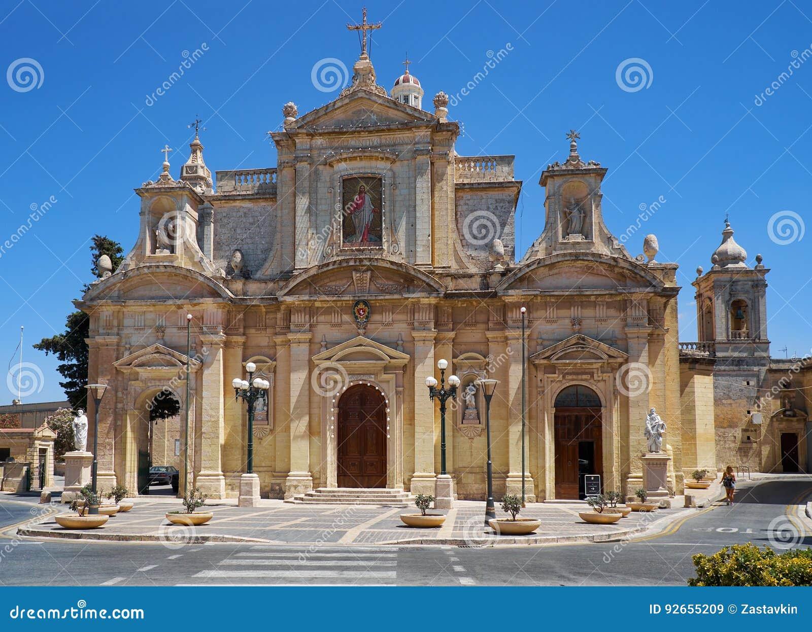 Gruta e a igreja escolar de St Paul em Rabat, Malta