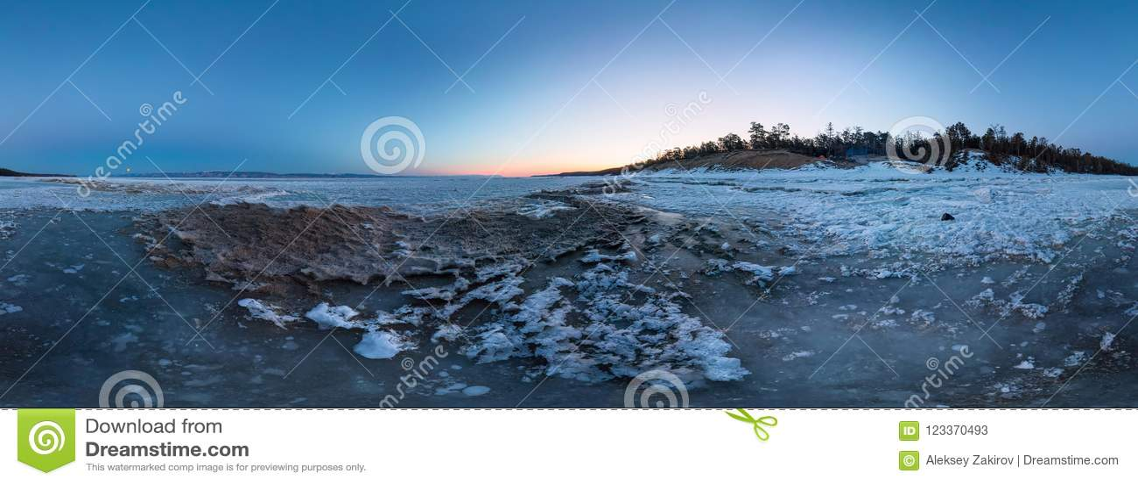 Gry på en sandig strand på ön av Olkhon cylindrisk 360 grad vrpanorama
