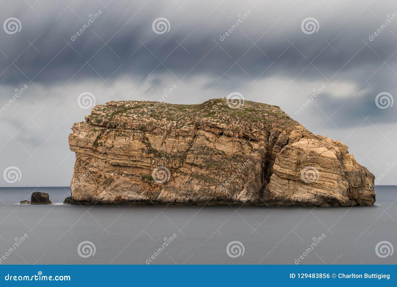 Grzyb skała na wybrzeżu Gozo, Malta