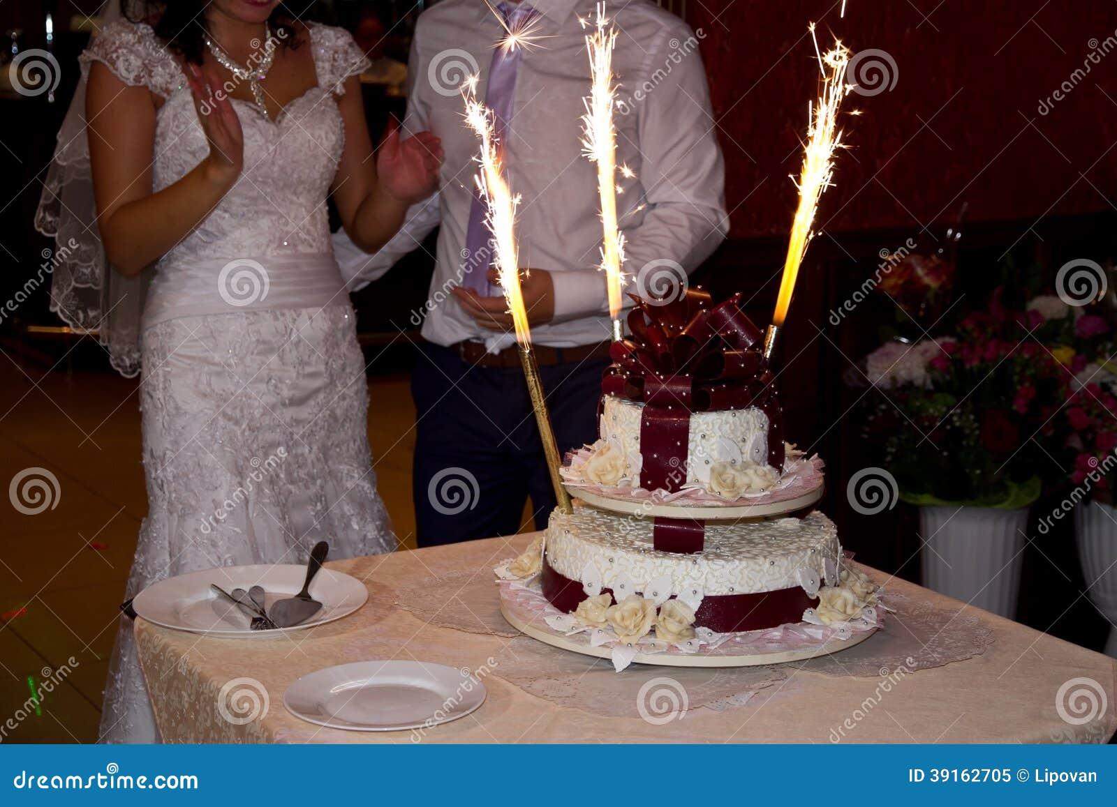 gteau de mariage avec des cierges magiques - Cierges Magiques Mariage