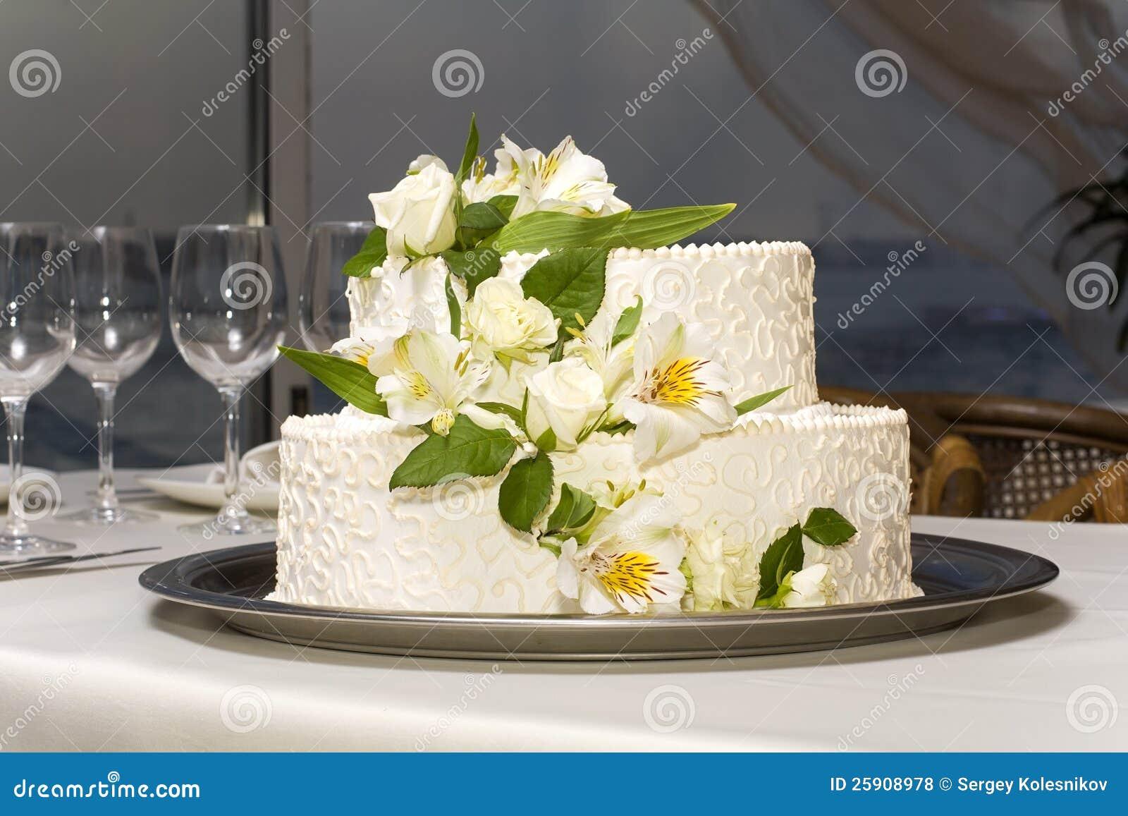 Gâteau De Mariage Blanc Photos libres de droits - Image: 25908978