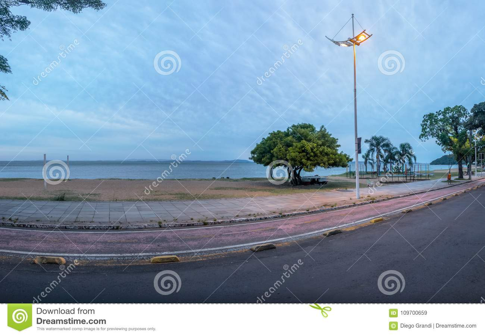 Guaiba河海滩在Ipanema -阿雷格里港,南里奥格兰德州,巴西