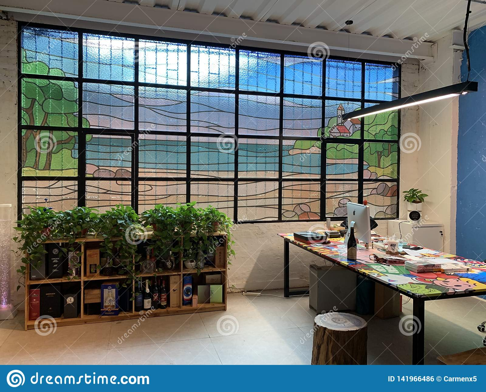 2019 Guangzhou shared office design, color painting glass windows