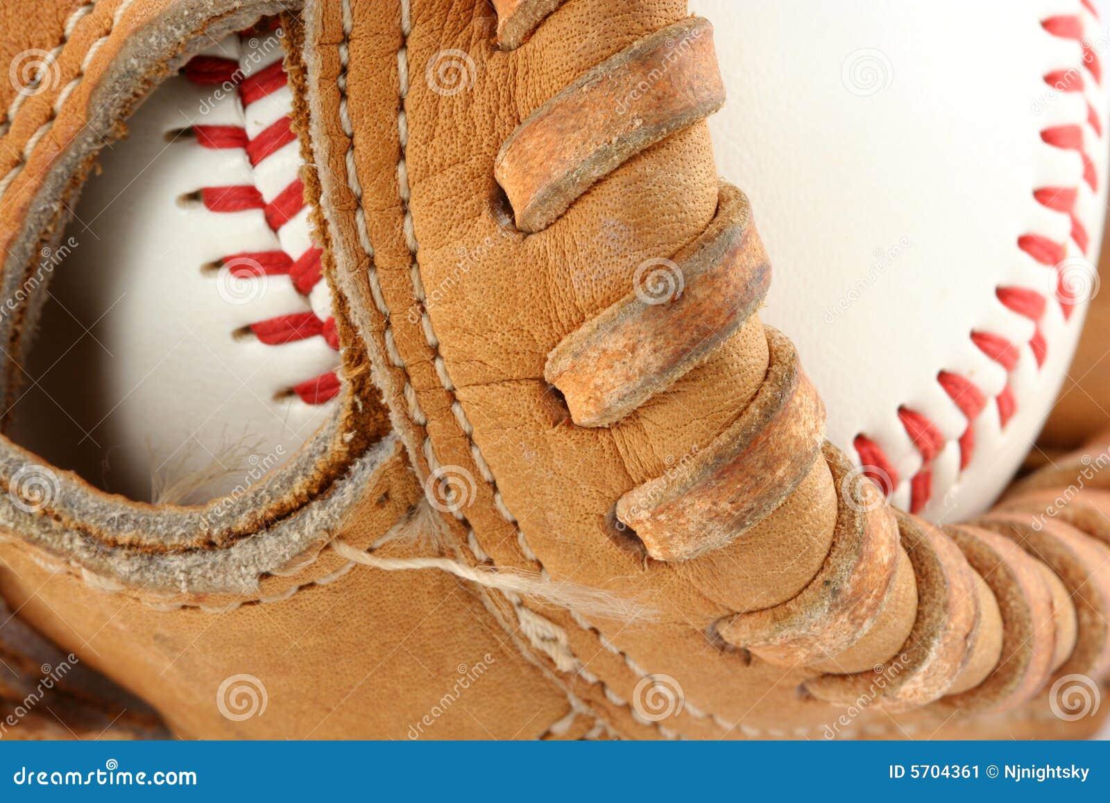 Guante de béisbol con macro de la bola