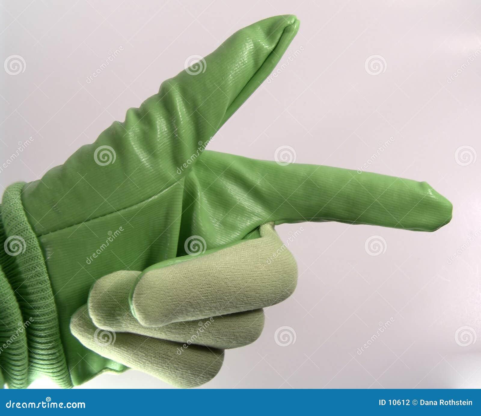 Guante verde que señala a la derecha