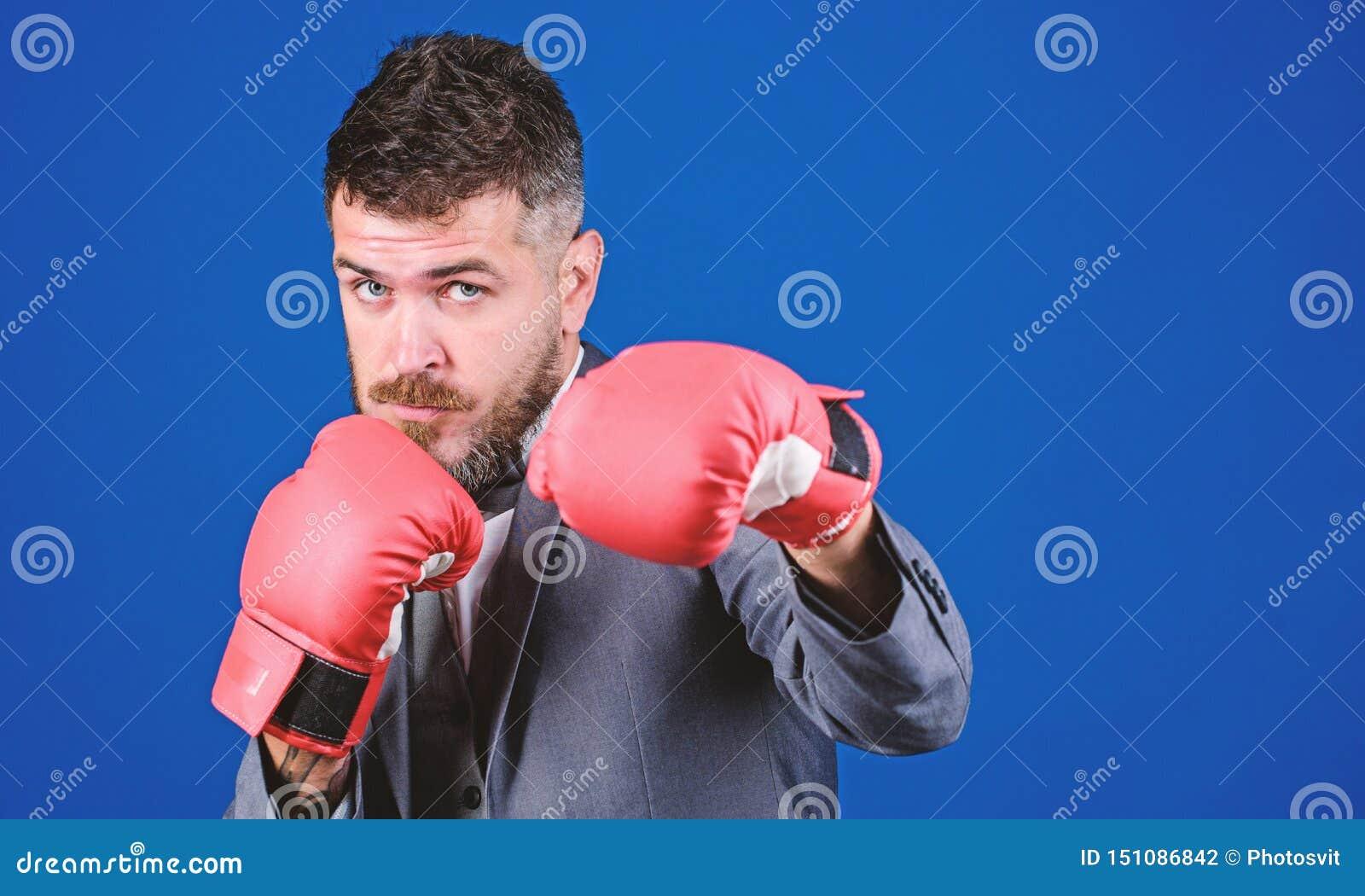 Guantes de boxeo del desgaste del hombre de negocios Las mejores estrategias criminales del abogado defensor T?ctica demostradas