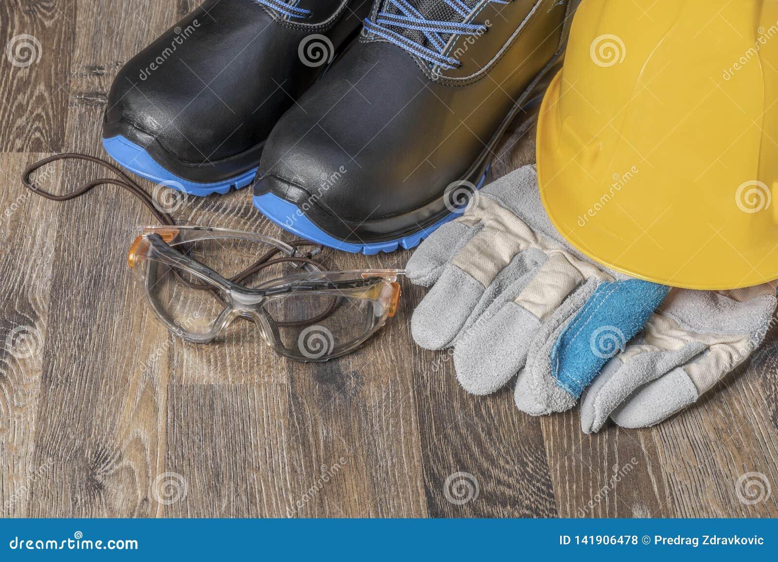 Guanti e scarpe delle maniche dell attrezzatura protettiva