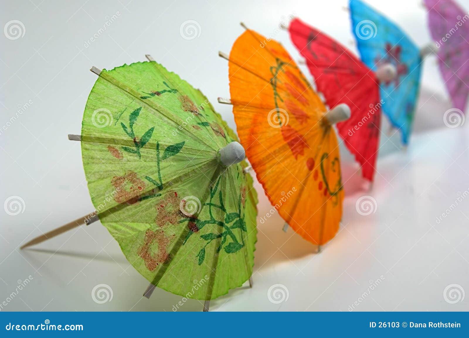 Guarda-chuvas coloridos da bebida