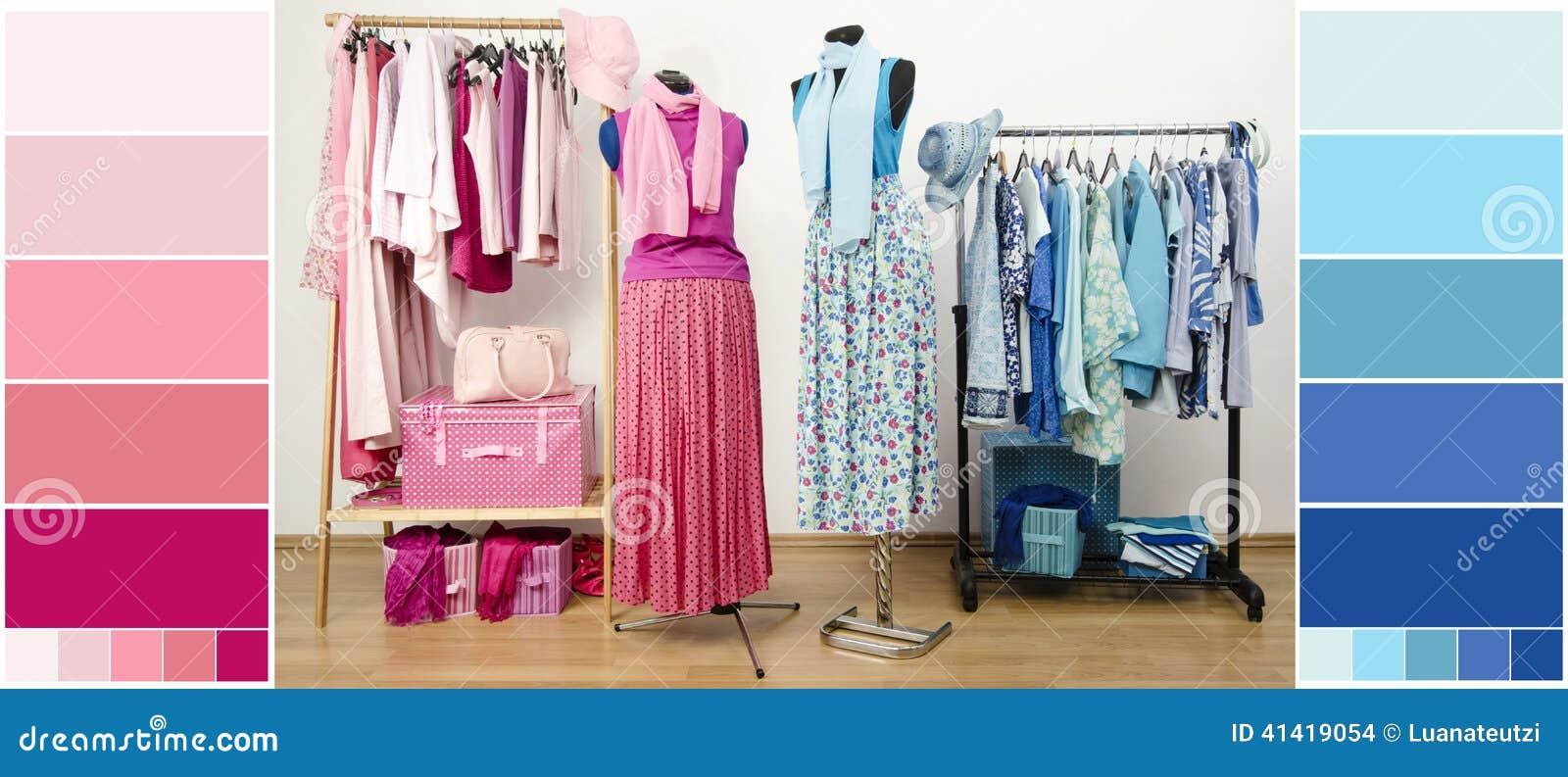 Guardaroba con i vestiti, le scarpe e gli accessori blu e rosa con i campioni di colore