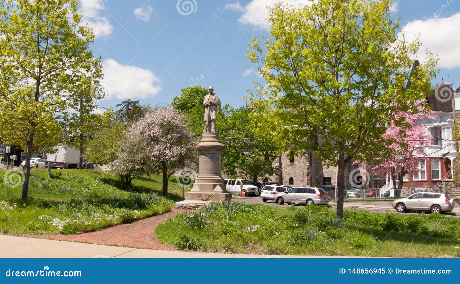 Guardia di condizione del memoriale di guerra civile di South Norwalk sopra la citt?