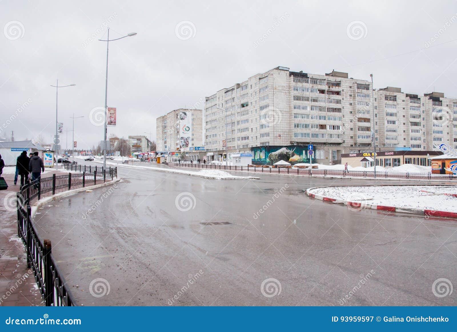 Gubakha, região do permanente, Rússia - 16 de abril 2017: Terras urbanas da mola