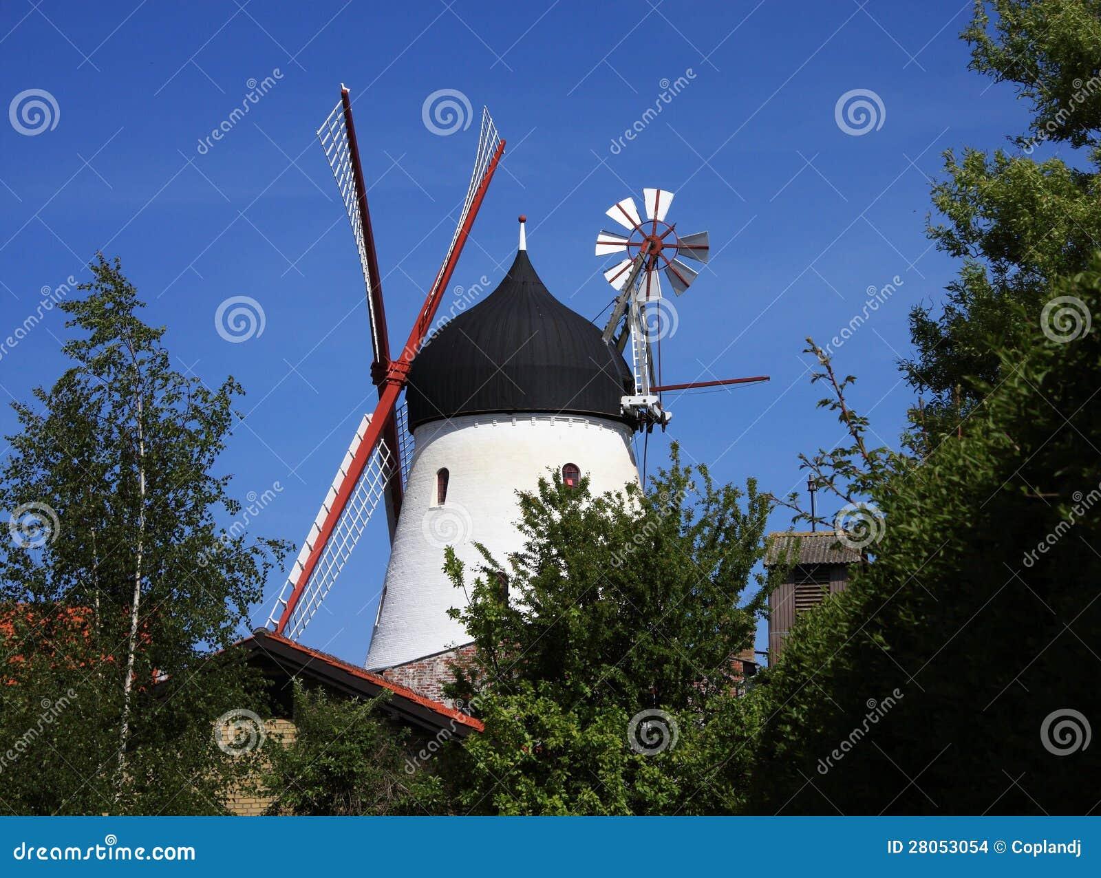 丹麦bornholm海岛gudhjem风车-最大在丹麦清楚的蓝天.图片