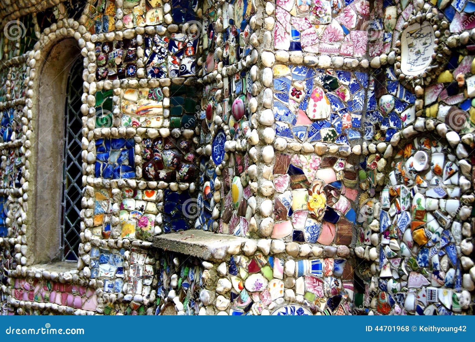 Que suis-je et où -ajonc- 22 octobre bravo Martine Guernesey-le-d%C3%A9tail-d%C3%A9coratif-de-petite-chapelle-44701968