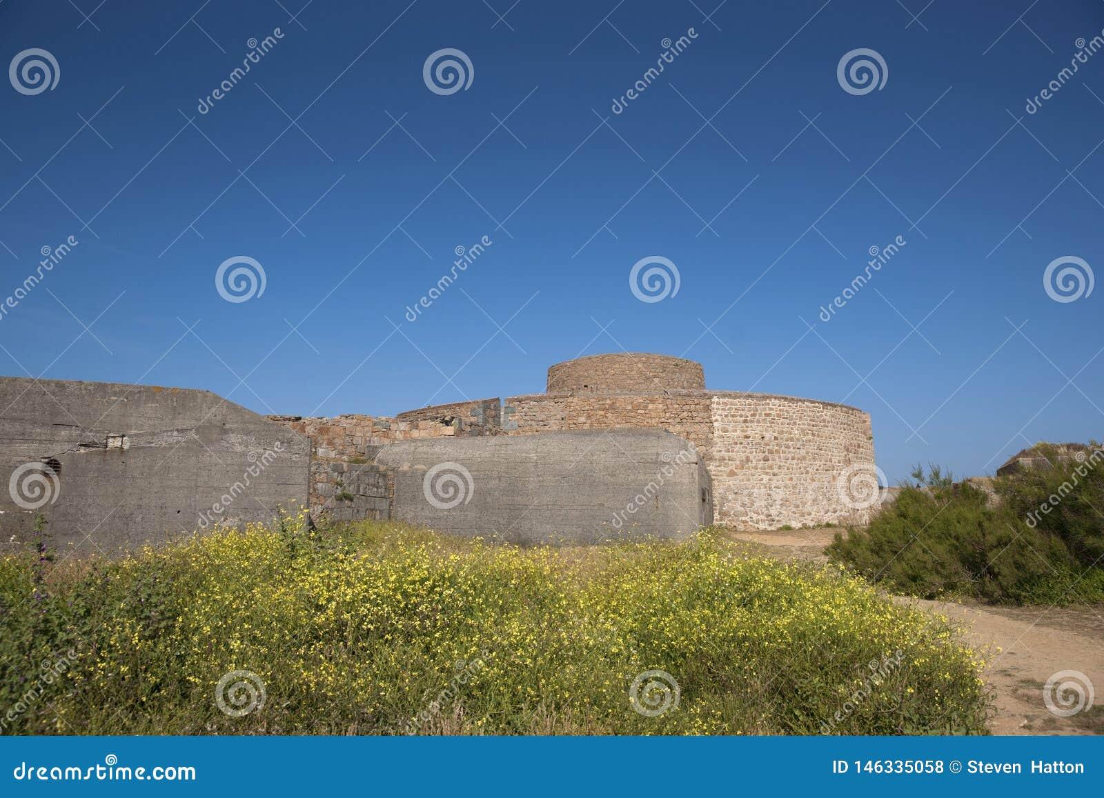 Guernsey, UK - Lipiec 2013, fortu Hommet Defence Nabrzeżny forteca