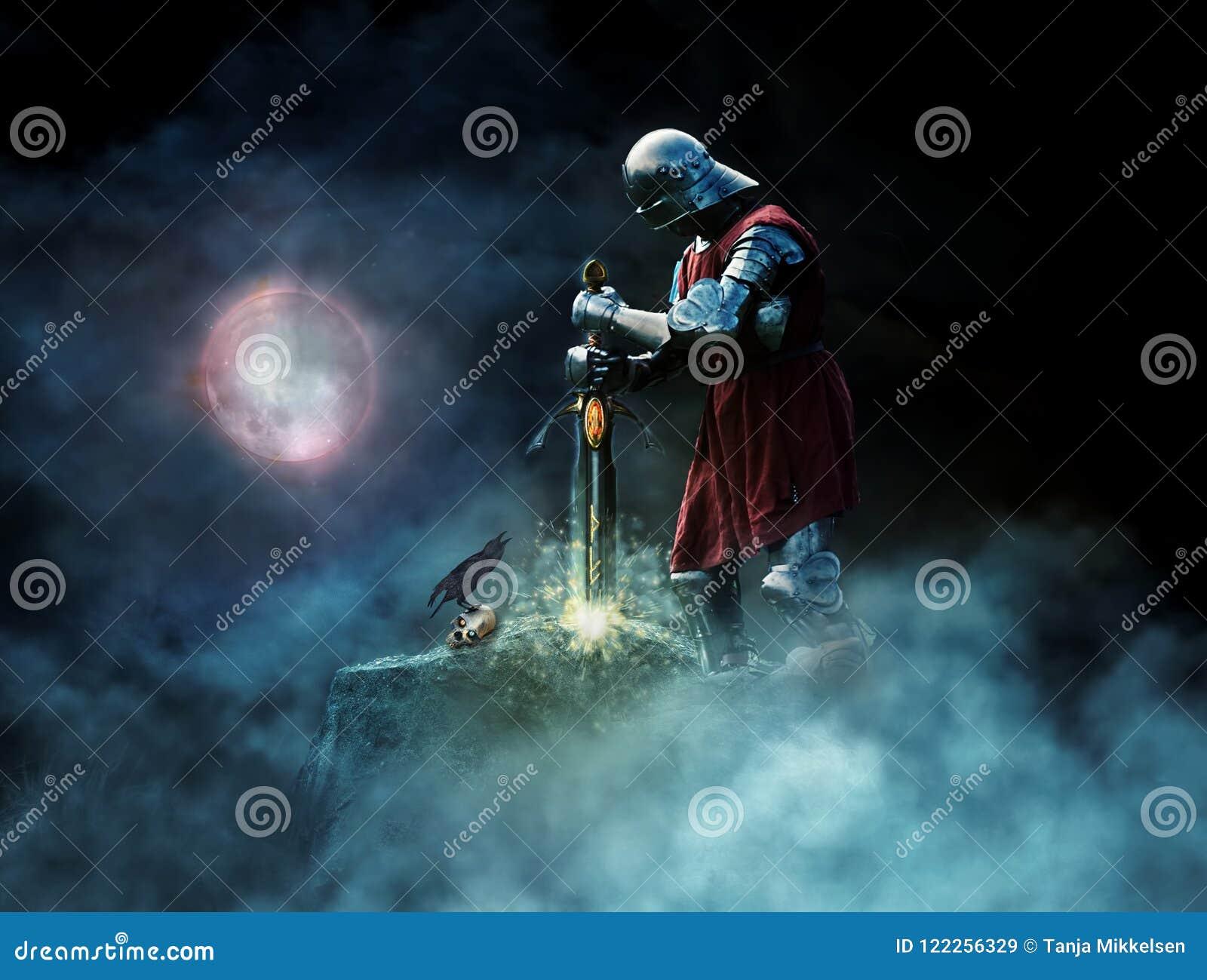 Guerreiro da fantasia que puxa a espada da rocha