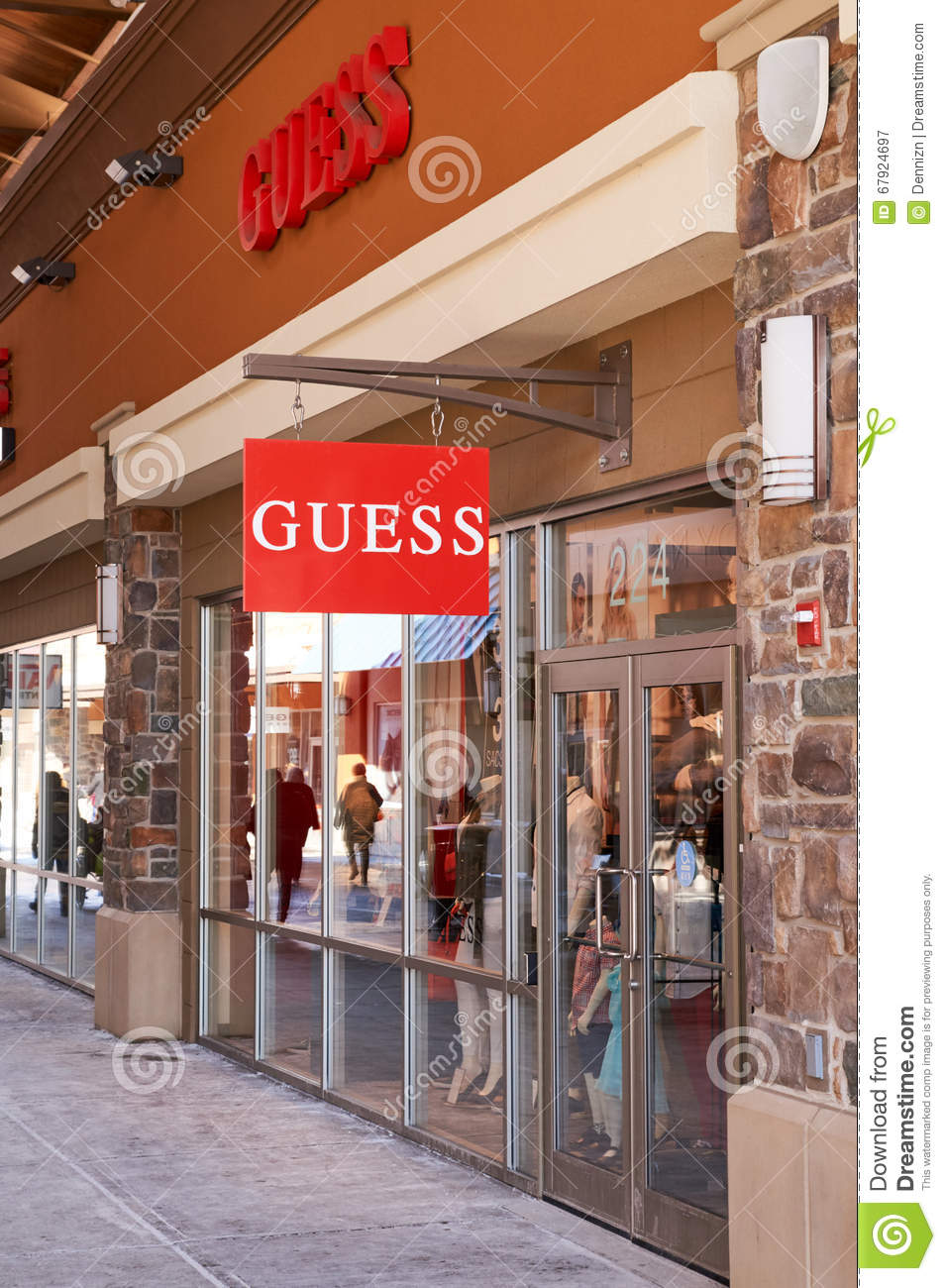 vendita a buon mercato usa originale a caldo sconto Guess outlet. editorial photography. Image of boutique - 67924697