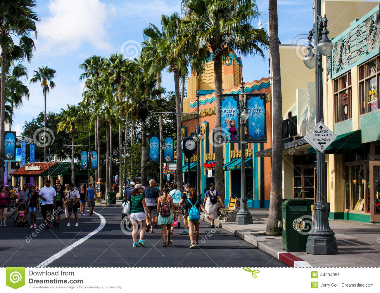 Guests Stroll The Streets Of Disney's Hollywood Studios ...