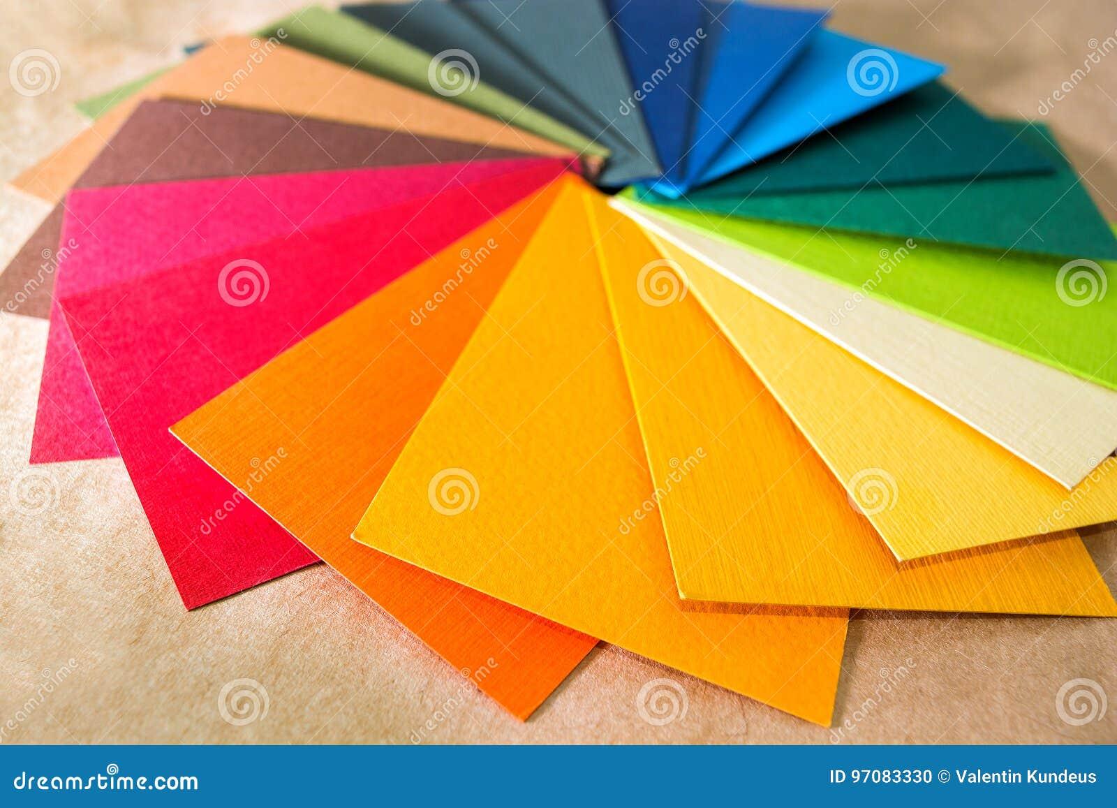 Guida della gamma di colori di colore La carta strutturata colorata prova il catalogo del campione Colori luminosi e succosi dell