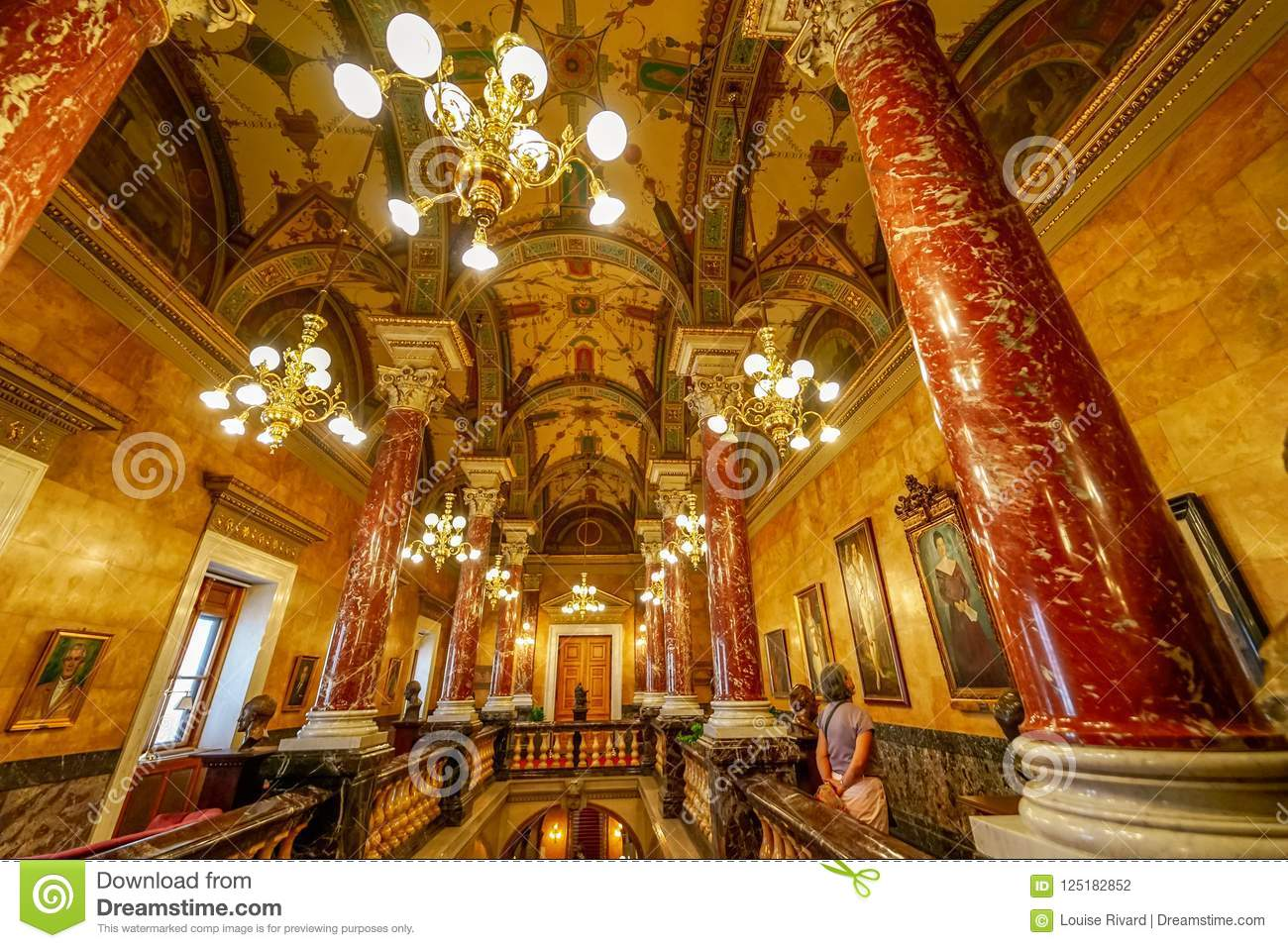 Guided tour at Budapest opera