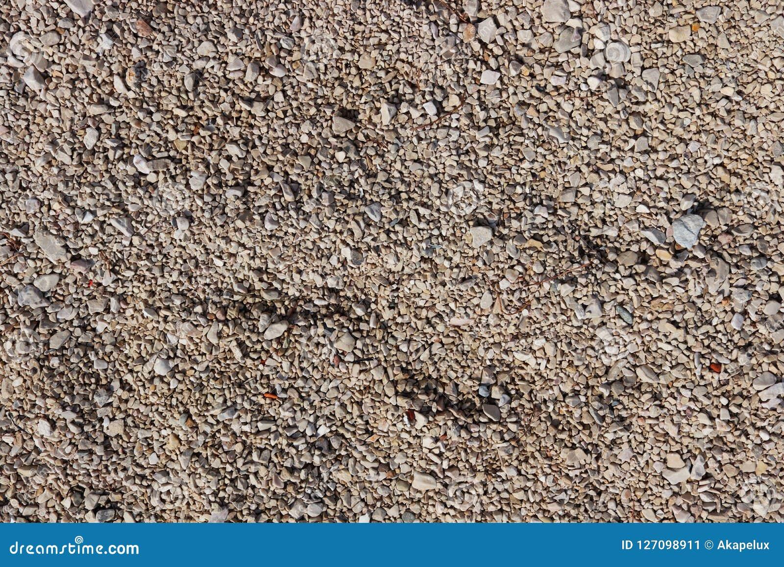 Guijarros finos de una sombra marrón Tierra de la playa Material natural para el diseño, la decoración y la construcción Granito