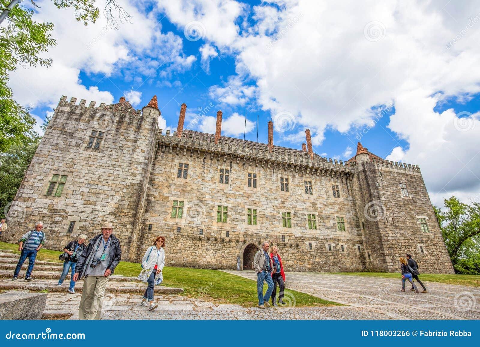 Guimaraes Kasteel in Guimaraes, Braga District, Portugal Het is één van de oudste Portugese kastelen Alfonso I Henriques, de spar