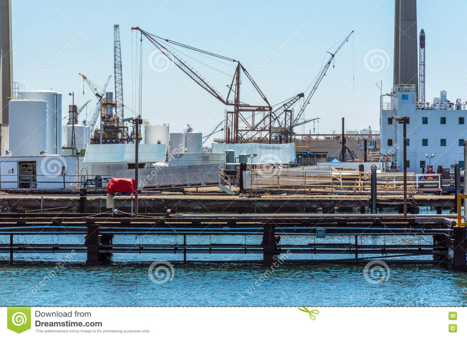Guindaste de torre do porto