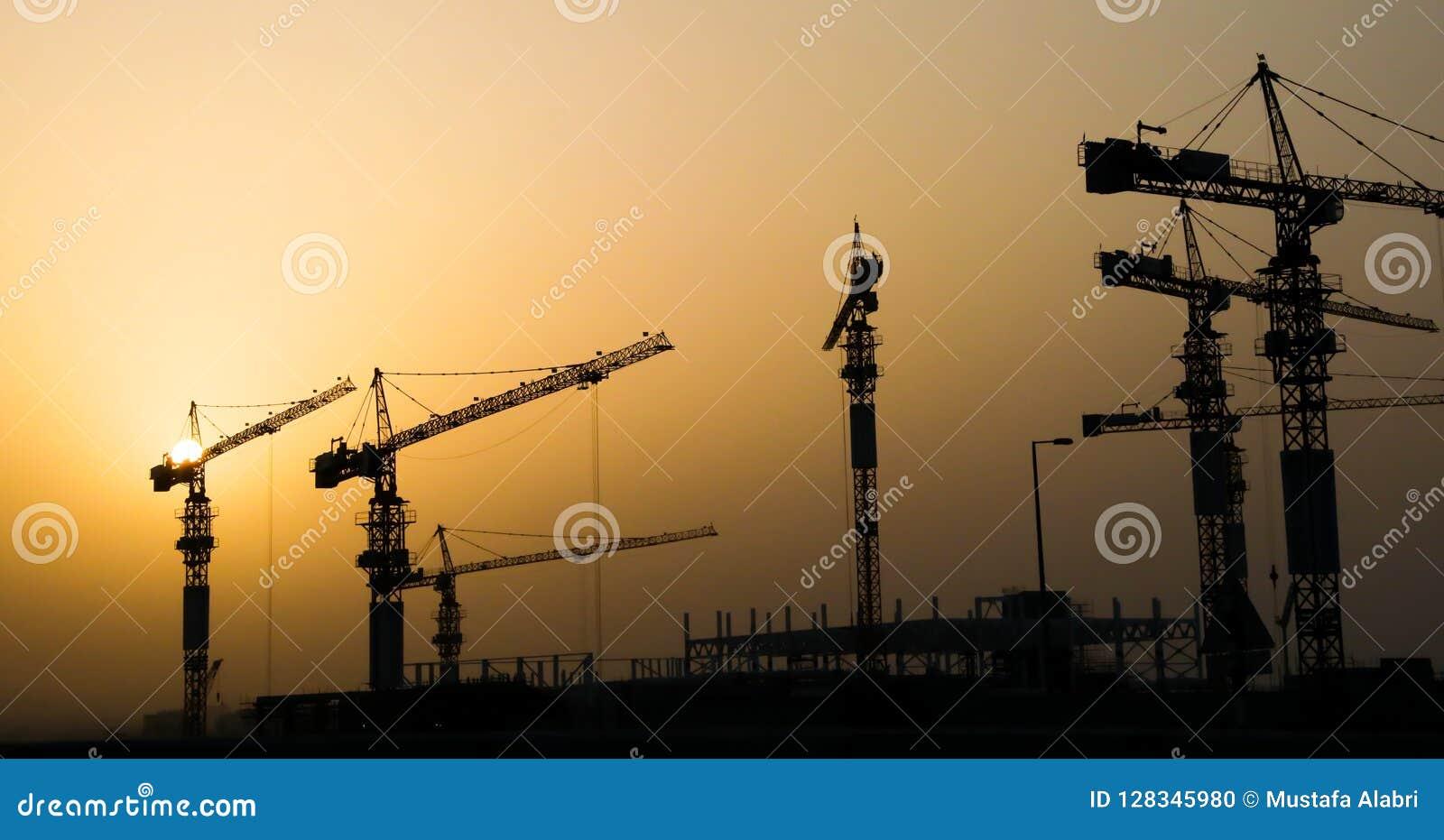 Guindastes e edifício industriais de construção