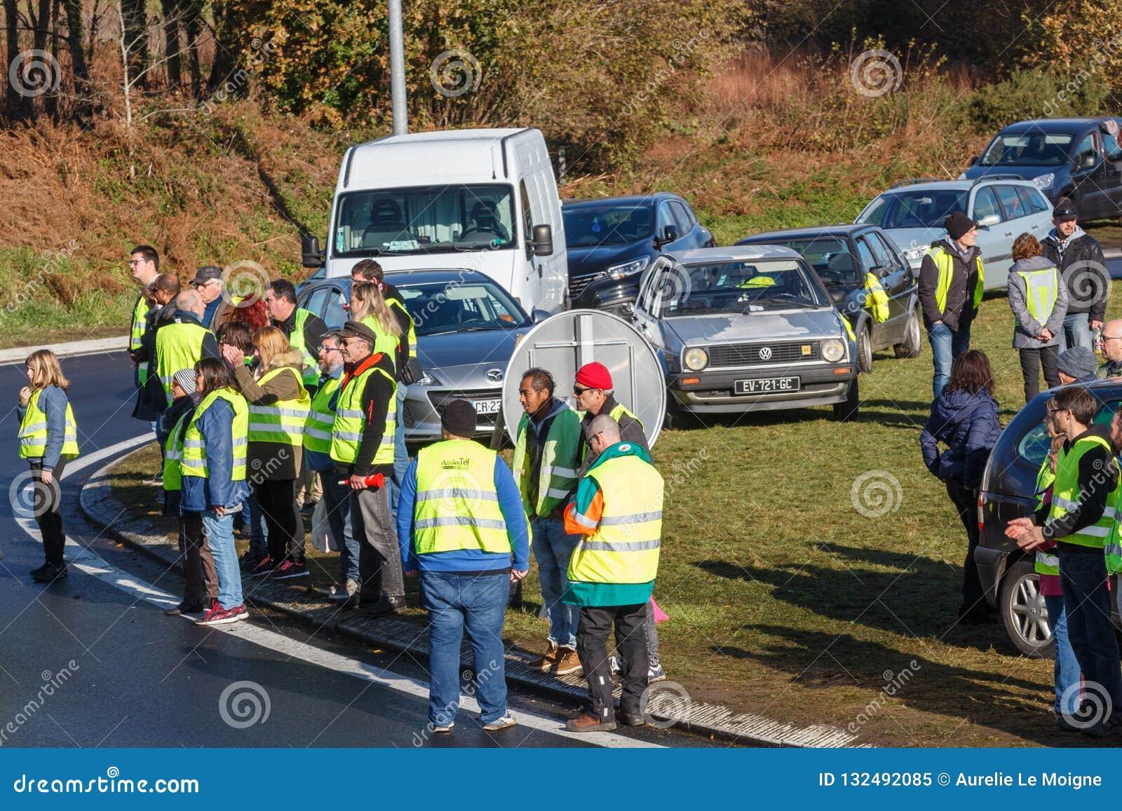 Guipavas, Francia - 24 novembre 2018: I dimostratori hanno chiamato le maglie gialle