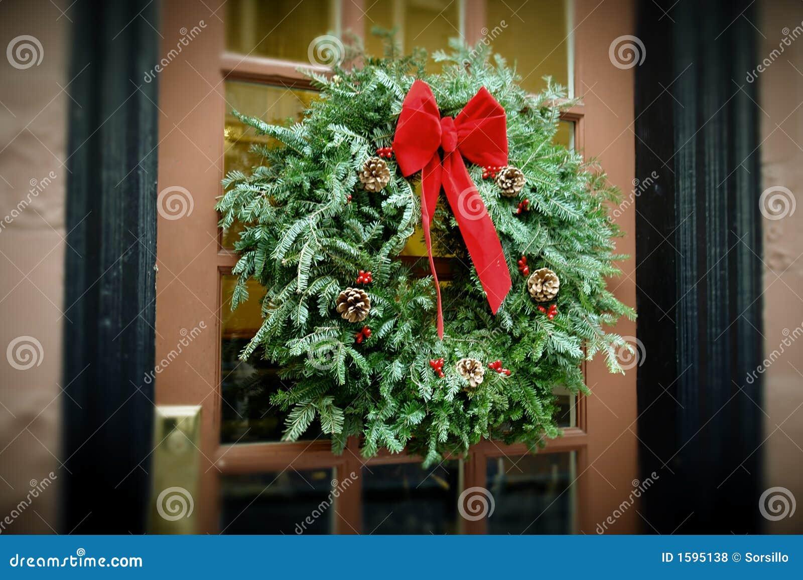 Guirlande Antiqued de Noël s arrêtant sur la trappe