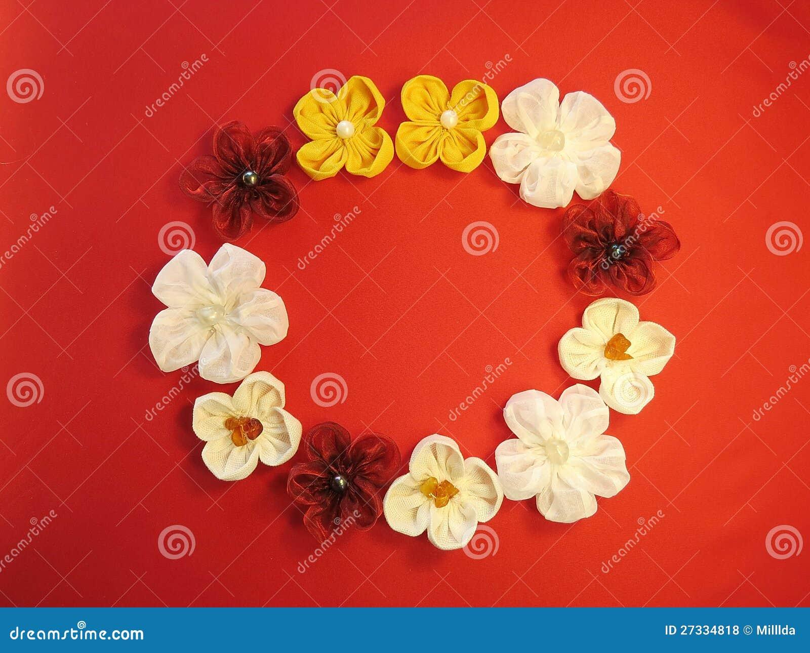 Guirlande de fleurs artificielles photos libres de droits for Guirlande fleurs artificielles