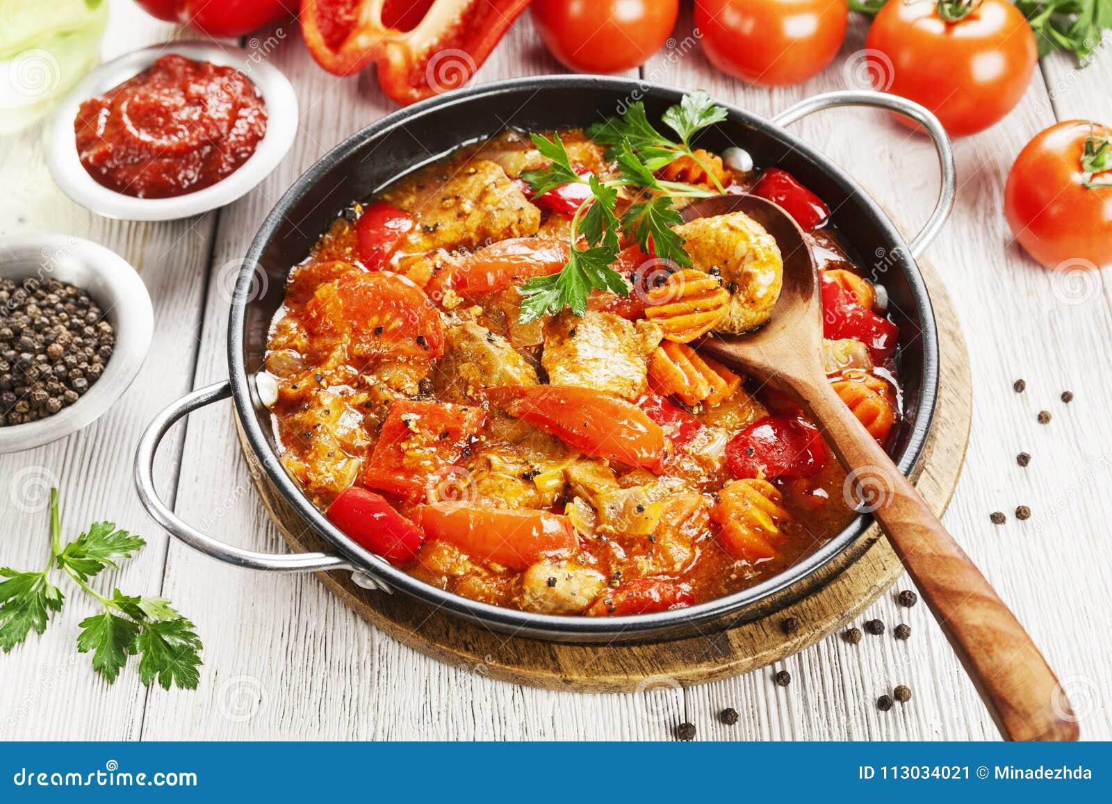 Guisado de la carne con las verduras