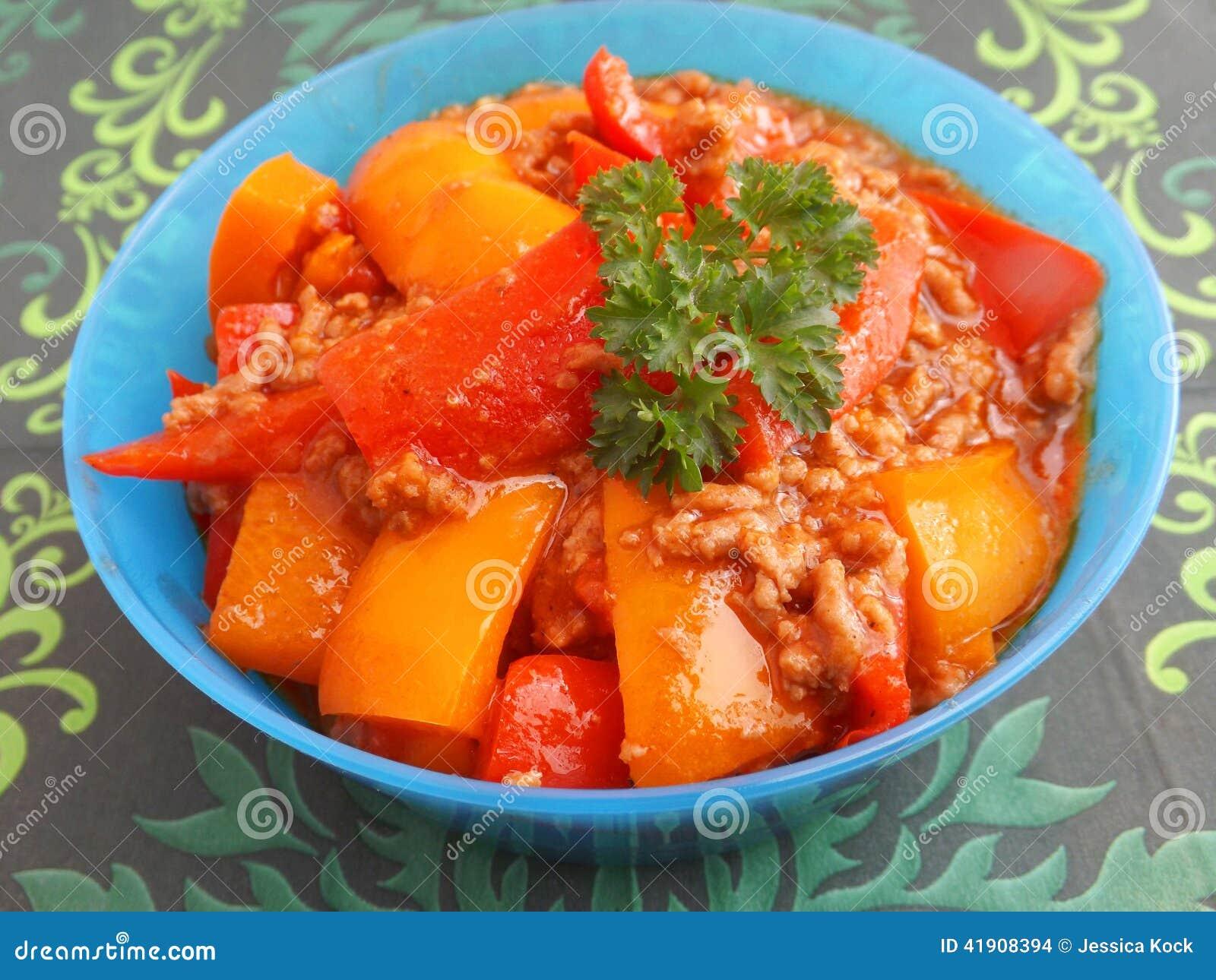 Guisado de la carne y de la paprika