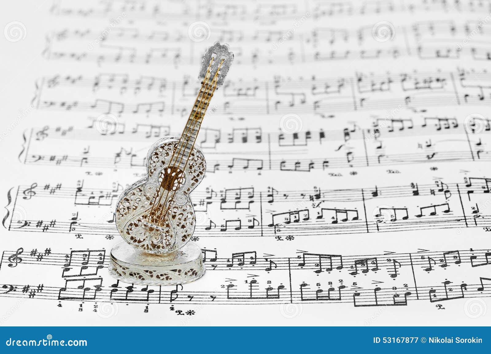 Guitare de jouet et feuille de musique photo stock image 53167877 - Feuille de musique a imprimer ...