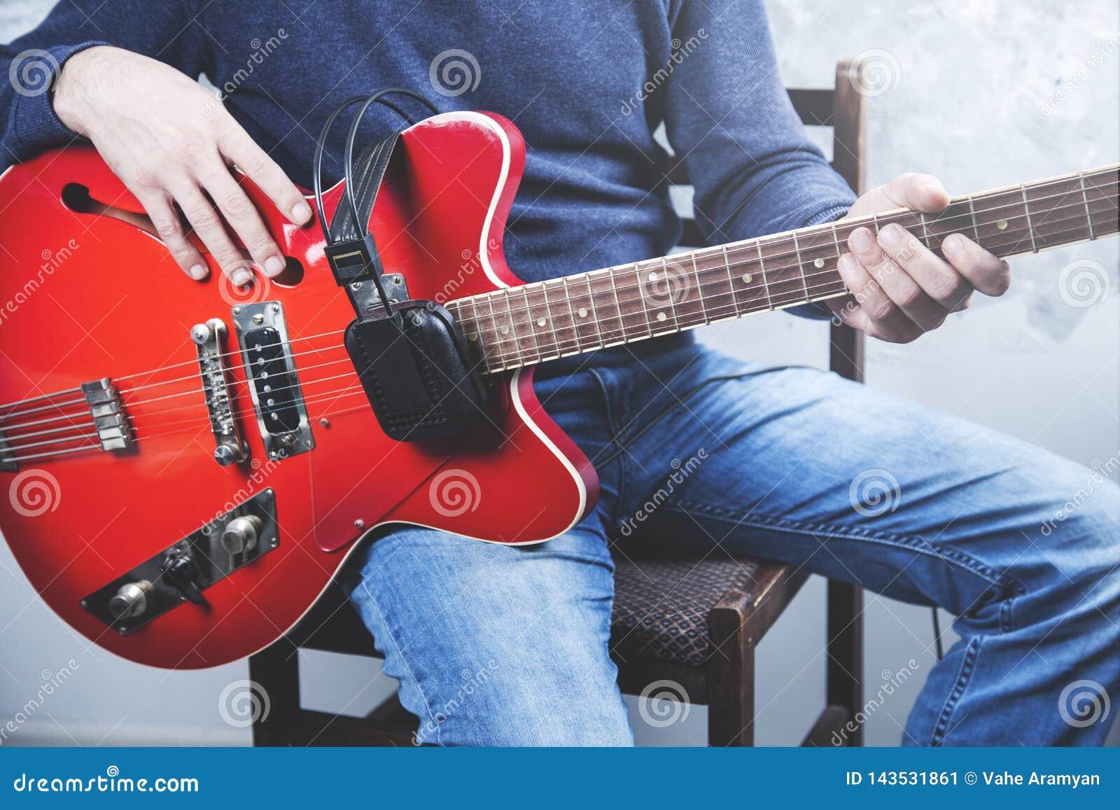 Guitare de main d homme