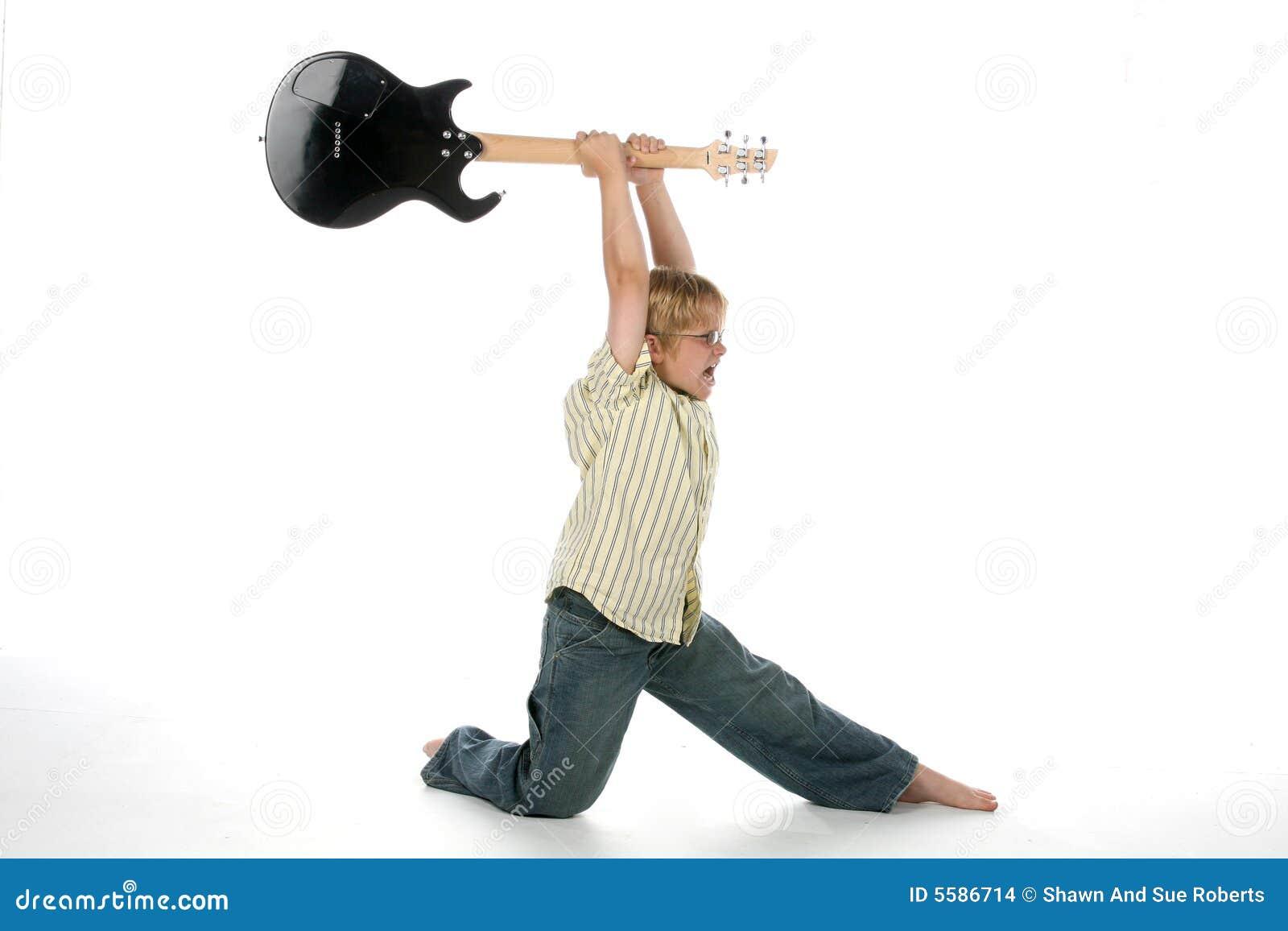 Guitare sensationnelle de garçon