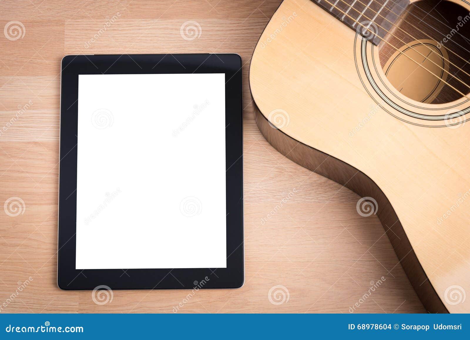 Guitarra acústica con la tableta digital
