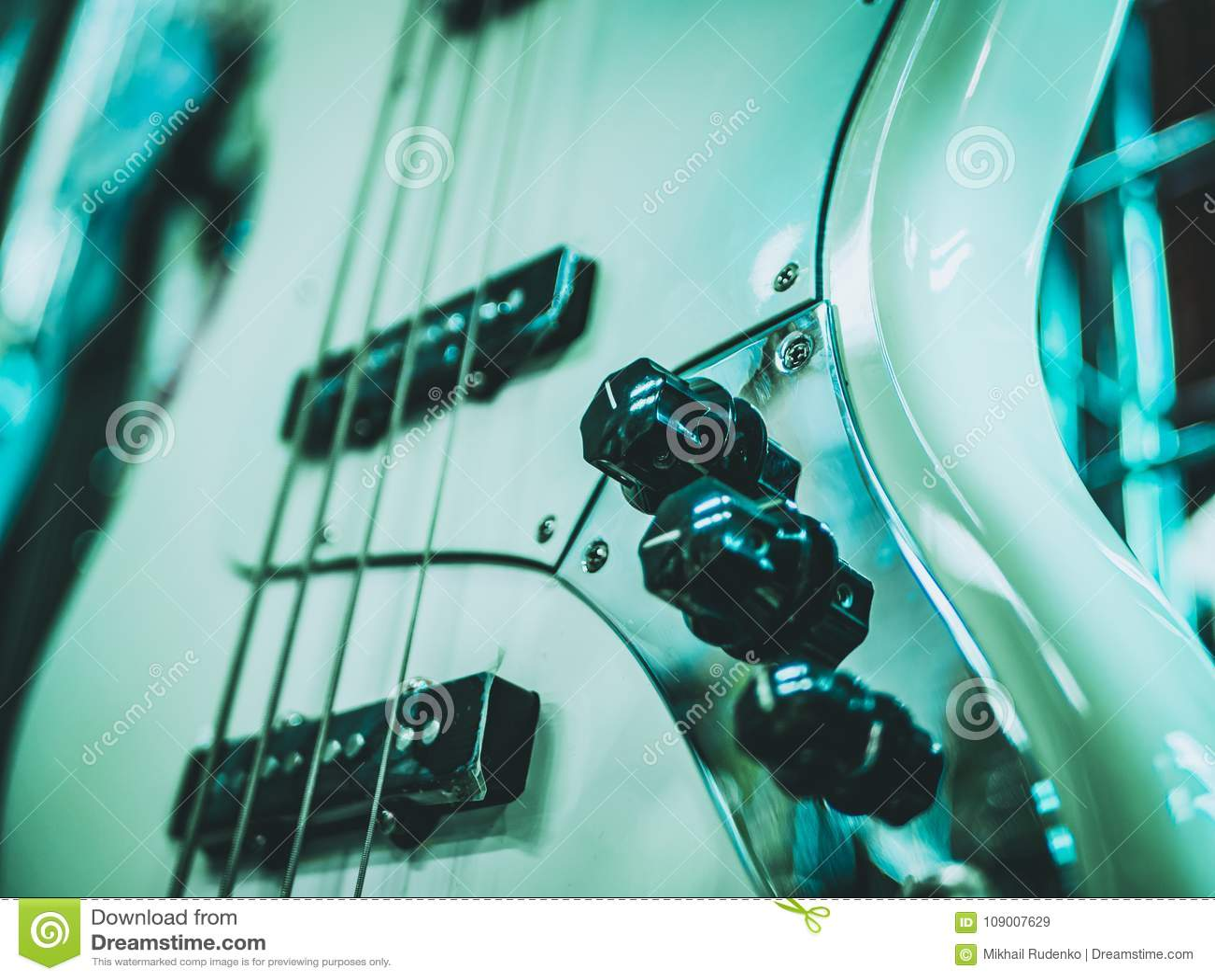 Guitarra eléctrica y volumen y control del paso