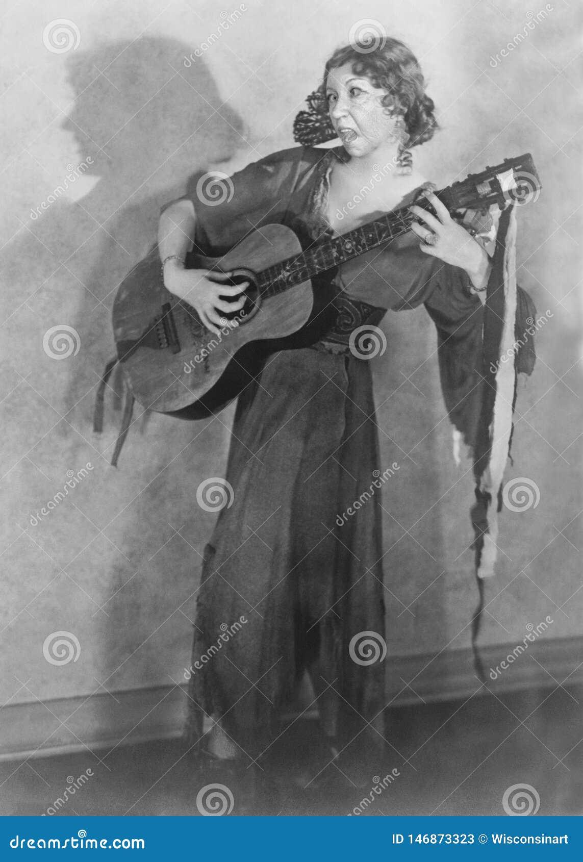 A guitarra engraçada do vintage, cantor, mulher, canta