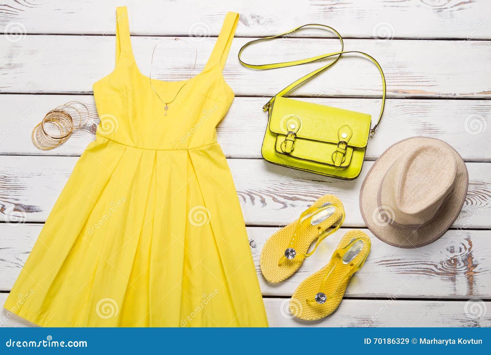 Gul klänningtrend av säsongen