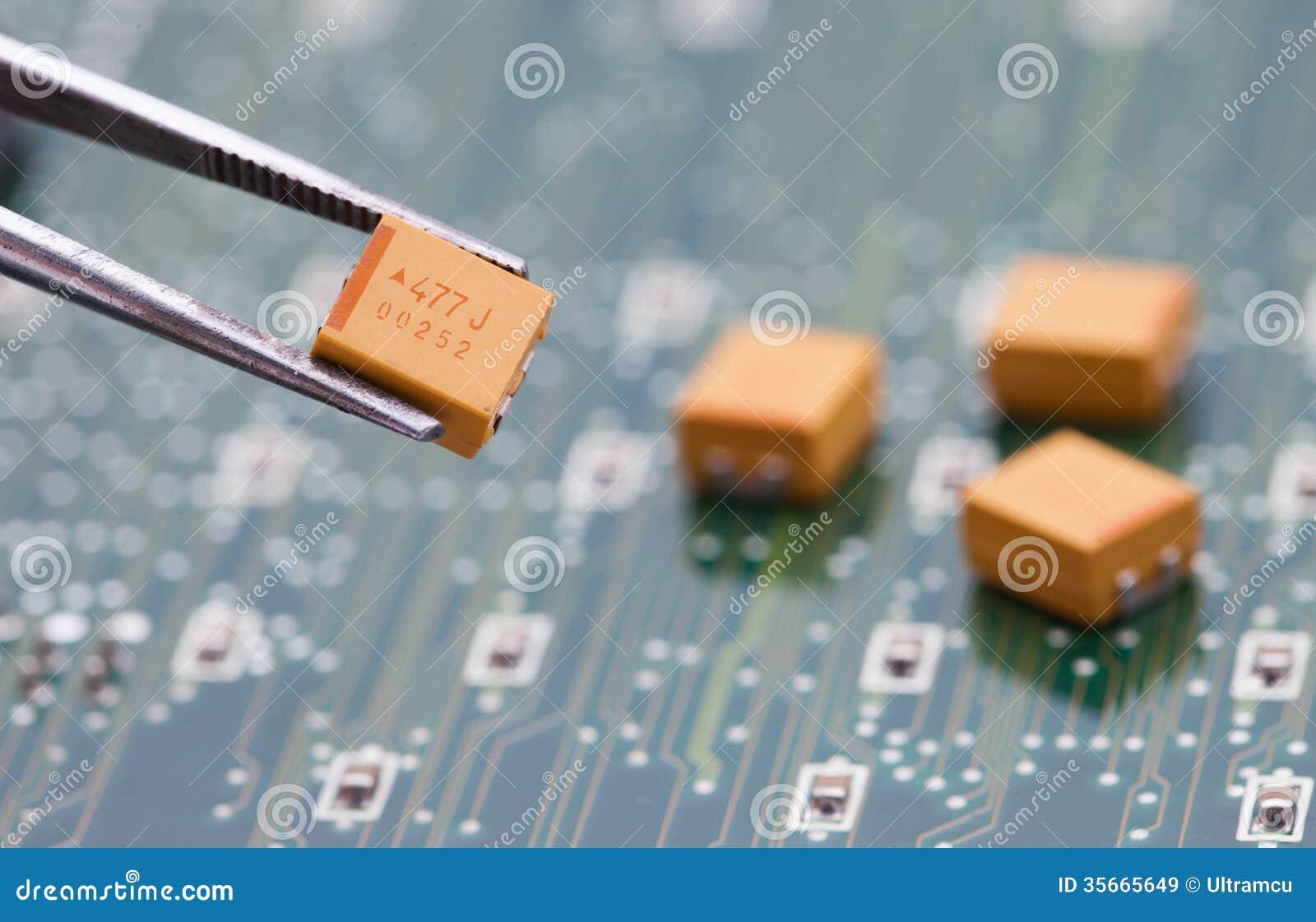 Gul kondensator för hacka med plattång