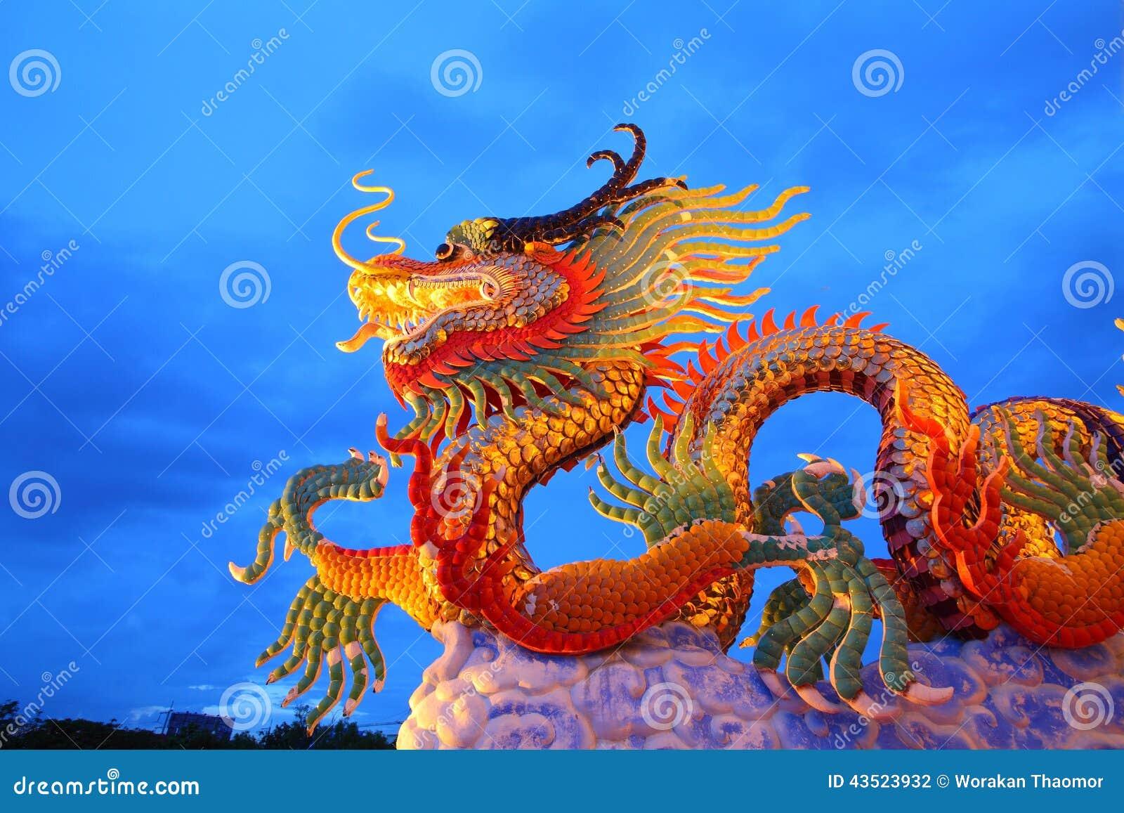 Guld- drakestaty för kinesisk stil