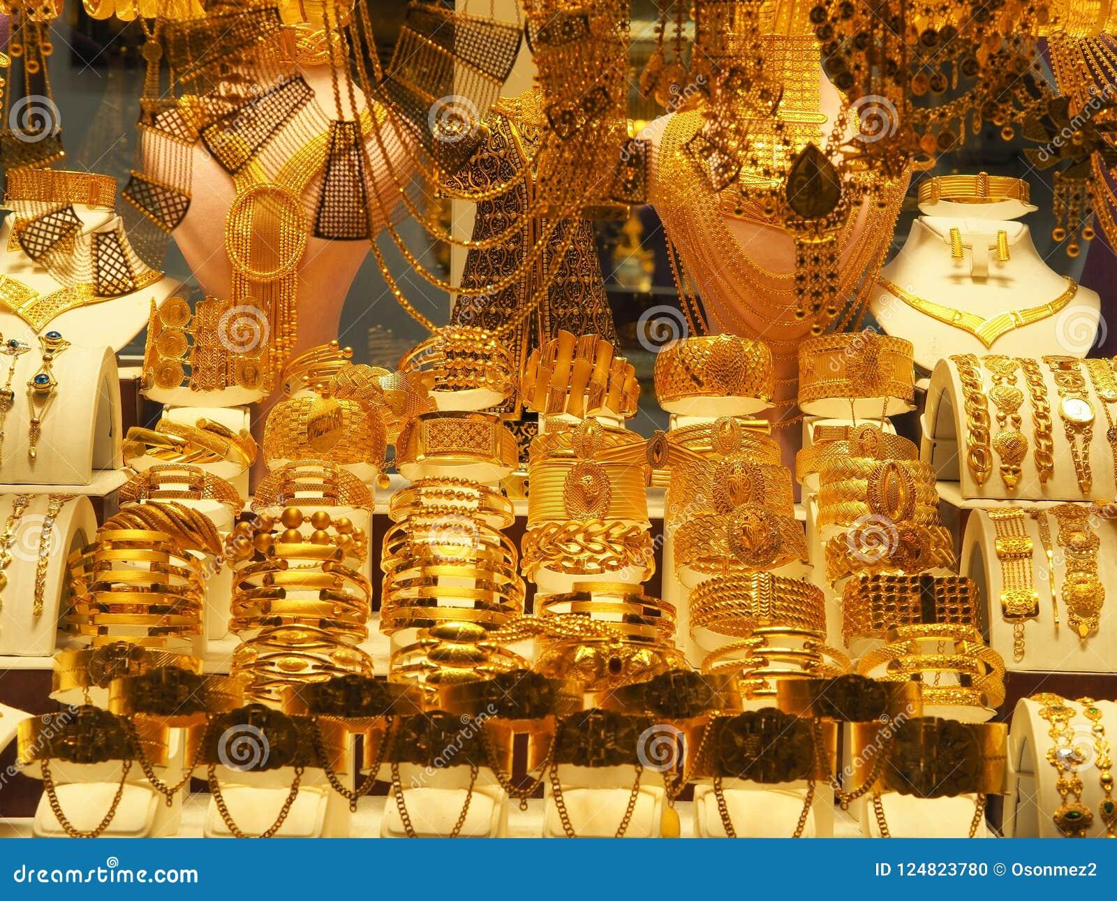 Guld- halsband, armband och olika smycken sålde i ett smyckenlager på kalkon