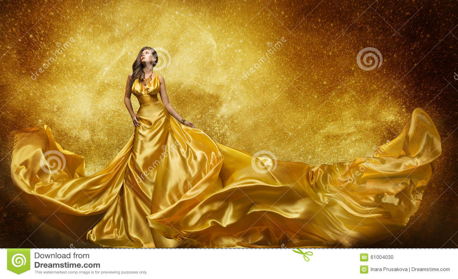 Guld- modemodell Dress, tyg för guld- siden- kappa för kvinna flödande