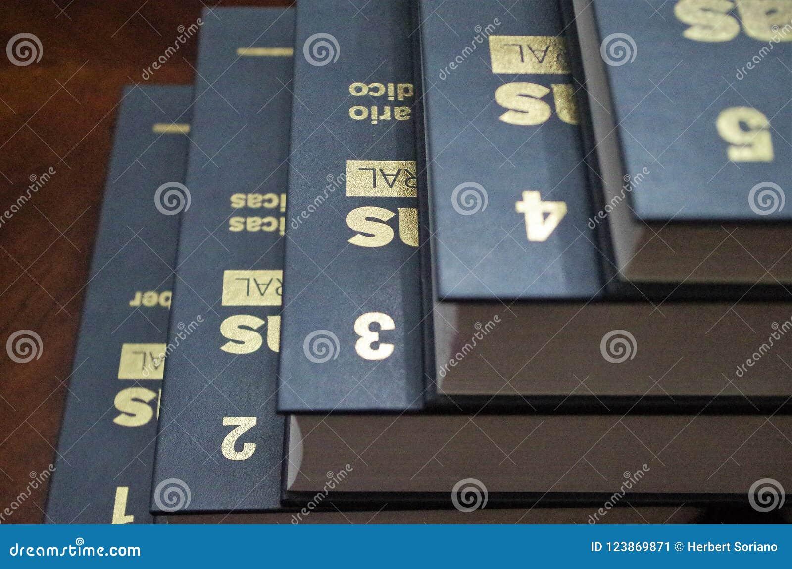 Guld- nummer på en enciclopedia från en till fem