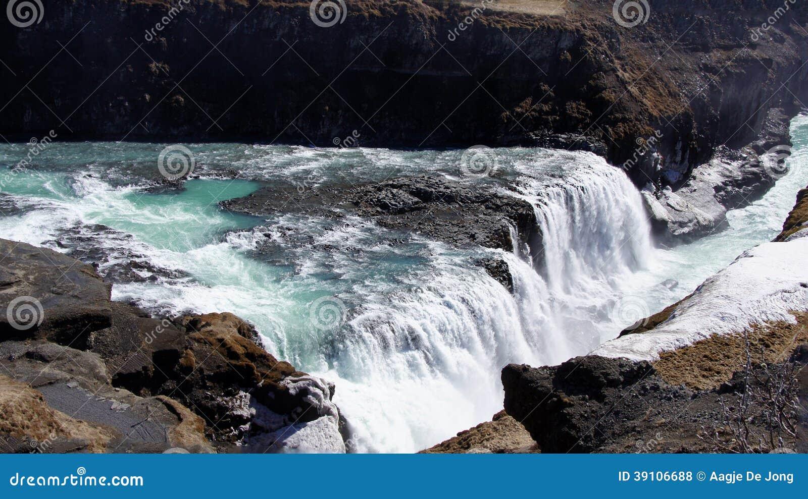Gullfoss groen water in ijzige waterval