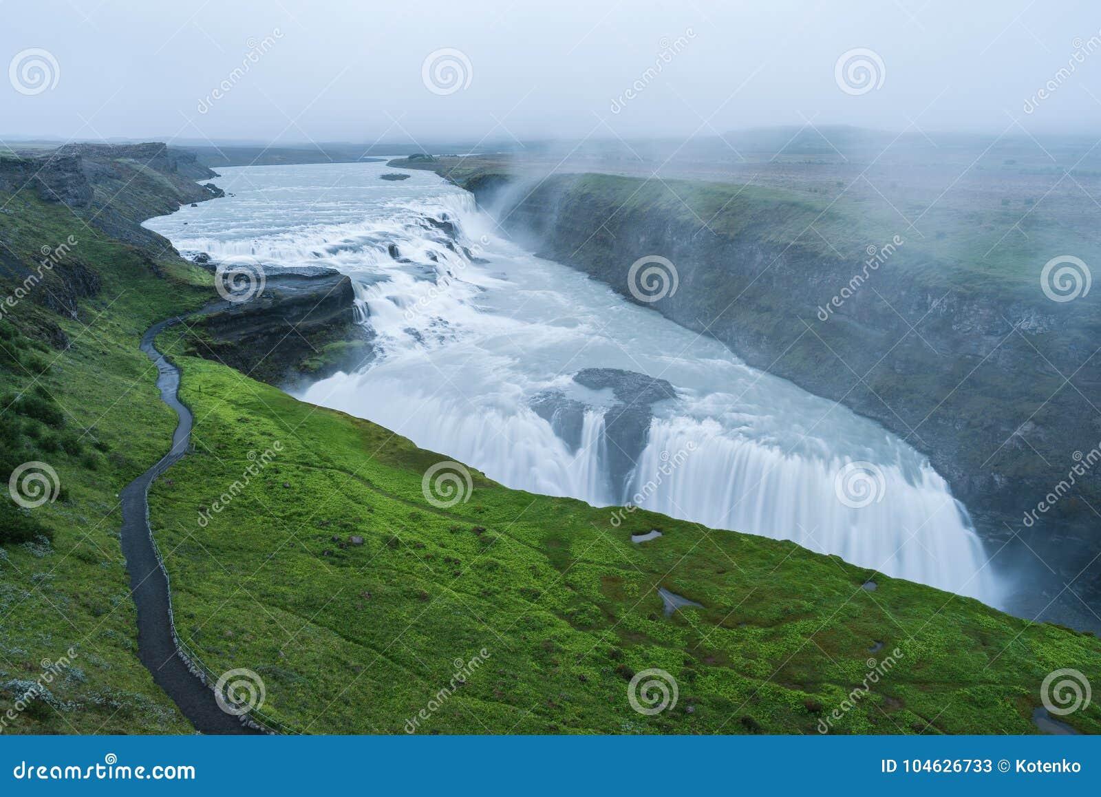Download Gullfosswaterval, Toeristische Attractie Van IJsland Stock Afbeelding - Afbeelding bestaande uit cascade, ijsland: 104626733