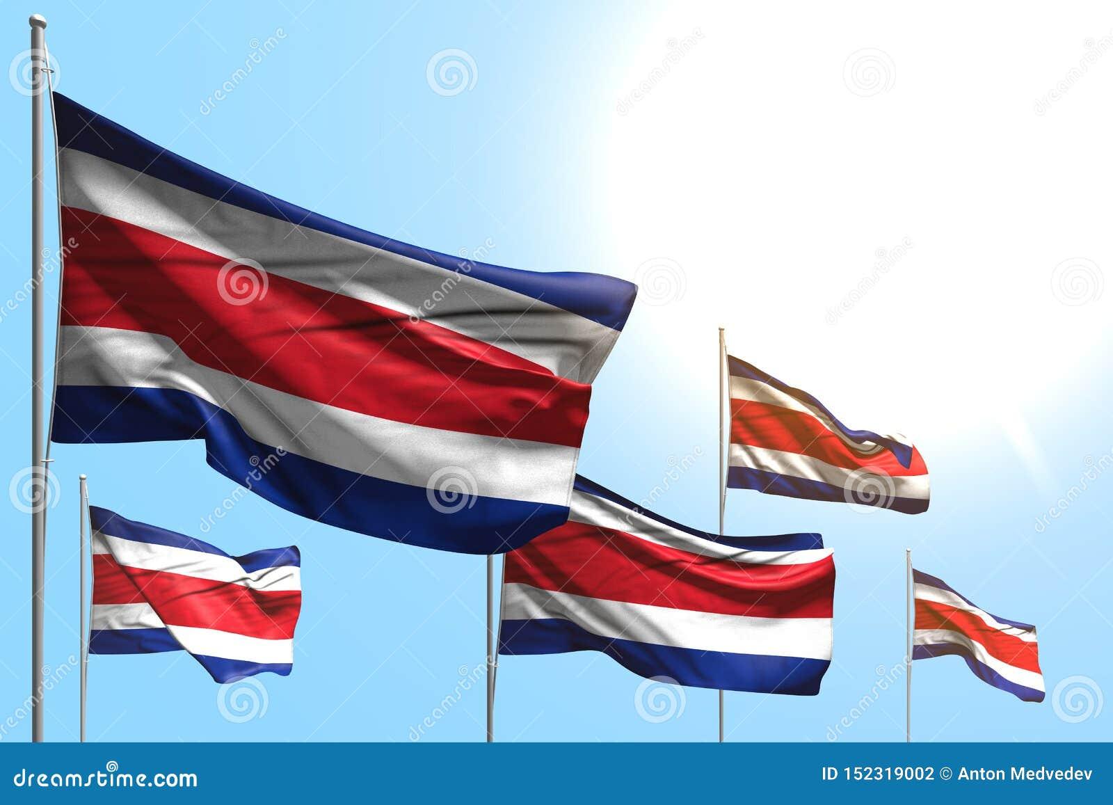 Gulliga 5 flaggor av Costa Rica vinkar på bakgrund för blå himmel - någon illustration för tillfälleflagga 3d